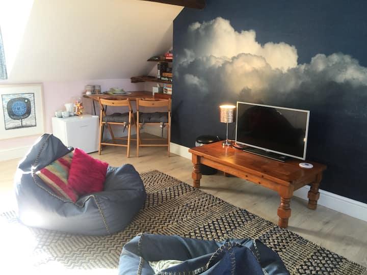 Stylish boutique studio en-suit apartment