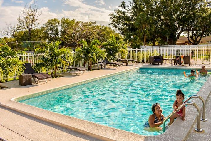 Villa Roja 2/1  all U need Biscayne Gardens NMB