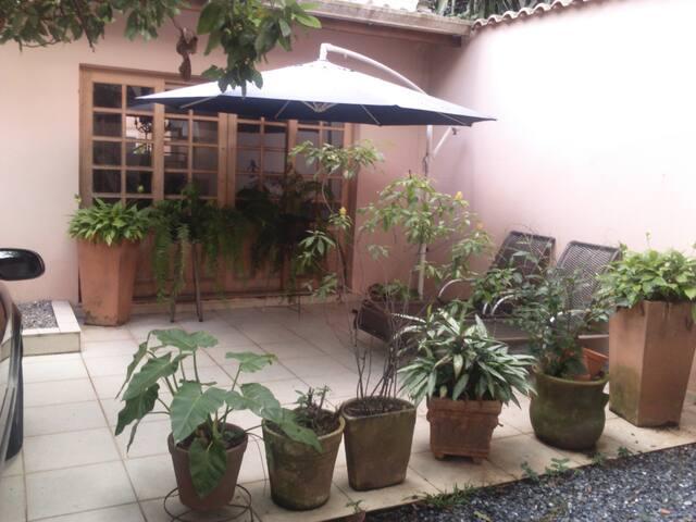Charmosa suite em casa no Morumbi