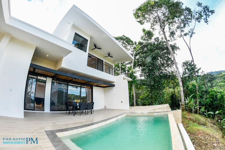 Brand-New Villa with Awesome Views & Private Pool