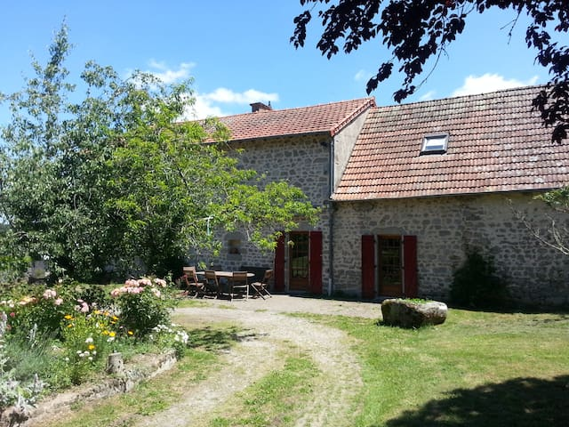 Spacious and comfortable cottage near Aubusson