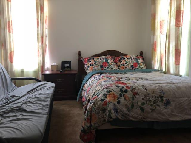 Private Bedroom Central West End & Forest Park