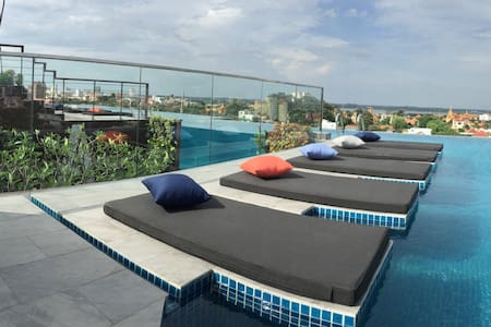 ♪ STUNNING glass pool, Breakfast & Pickup! ♪ - Phnom Penh - Boutique-Hotel
