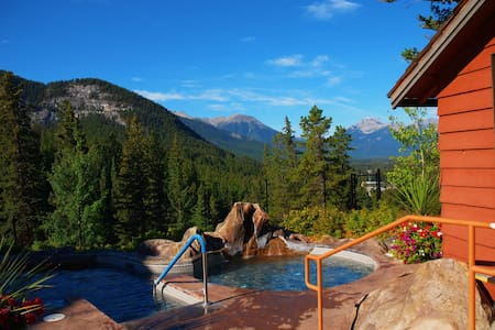 Cozy + Relaxing Banff Getaway | Pristine Hot Pools Access!