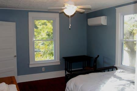 The Mallard Room at MerryBrook Cottage near VIR - Alton - Talo