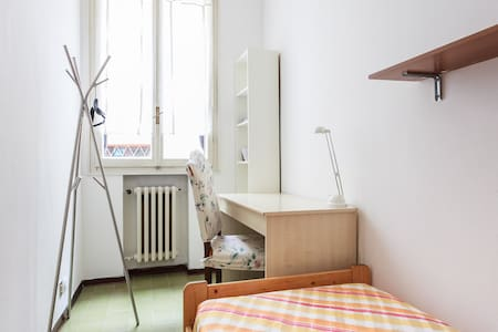 Small single room, heart of Bologna - Bologne