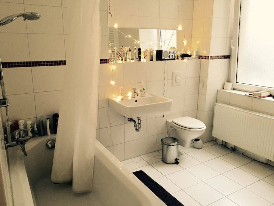Here you can see our bathroom. It is surely one of the best rooms in the flat. Beautiful, really big and bright.