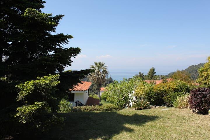 Idyllic vacation home  by the sea - Elani - Vakantiewoning
