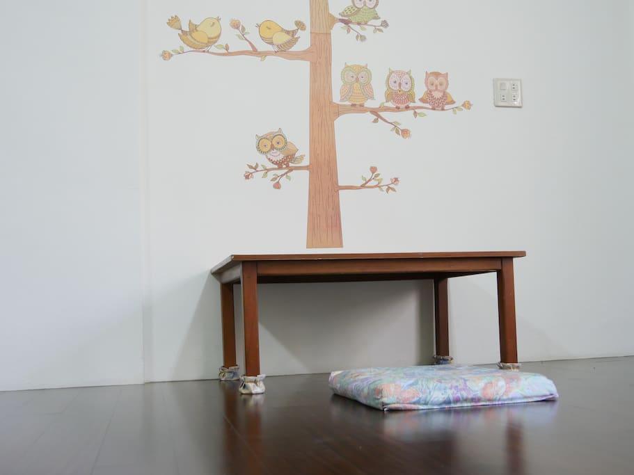 房間小木桌