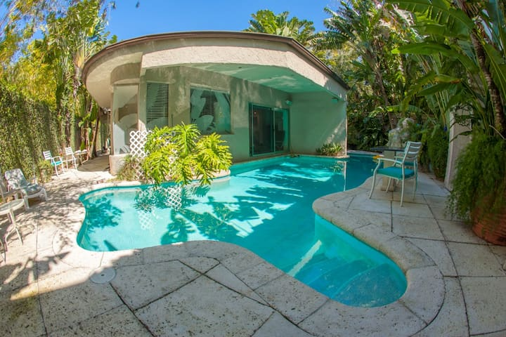 Beautiful & Private Home With Pool | Coconut Grove