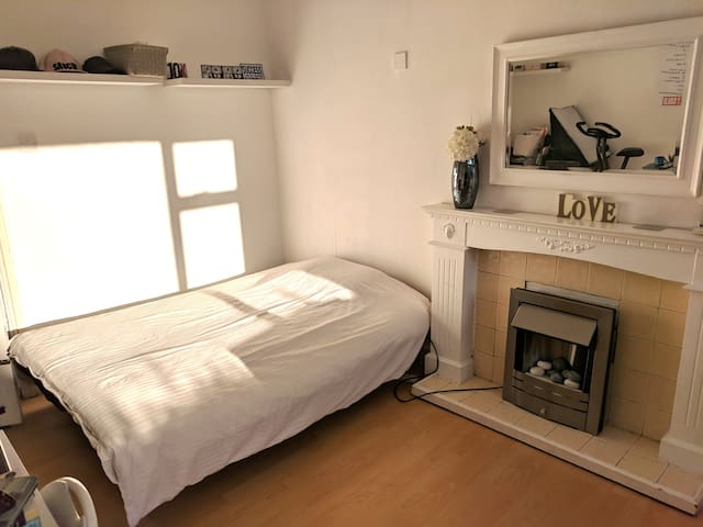 Large Private Room - Best for Short Stay