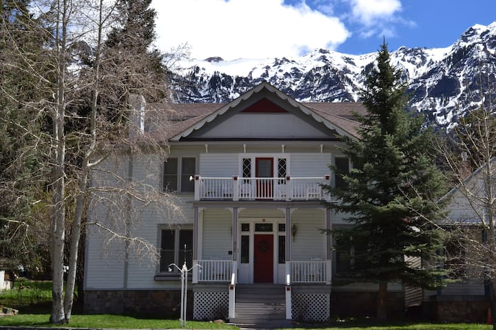 Historic Ouray Manor - Rooms 1 & 2 (Sleeps 4)