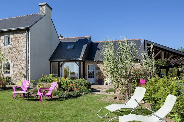 Idyllic Holiday Home in Querrien with Pond