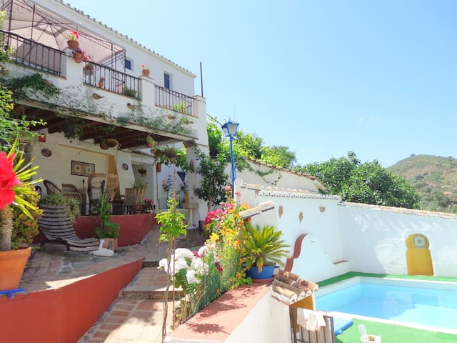 Nice Villa with views and own pool - Comares - Villa
