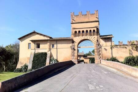 CASA DA SOGNO IN UN CASTELLO A POCHI KM DA ROMA - Capena - 城堡