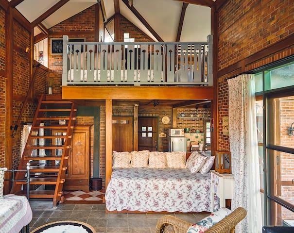 Two levels, mezzanine sleeping area