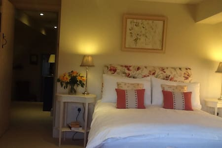 Additional Double to add to other in same wing - Chelworth - Bed & Breakfast