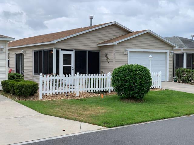 Cozy home, Between Lake Sumter & Brownwood!