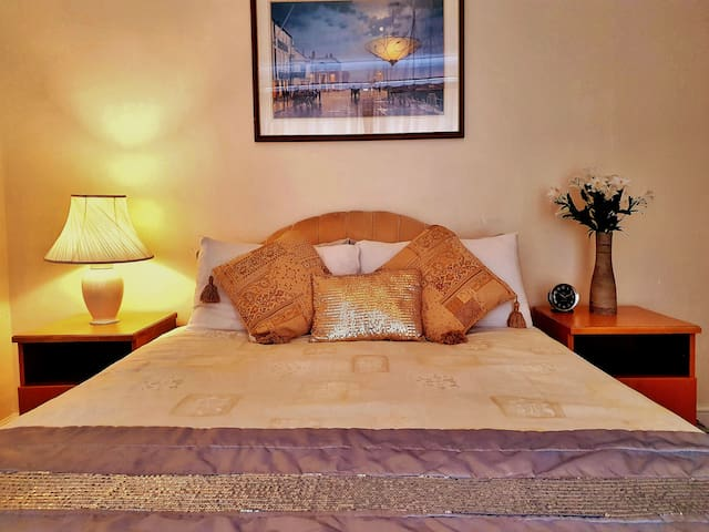 Deluxe double room- shared bathroom