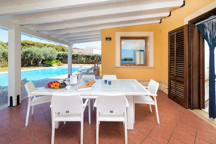 Private villa with pool and views of Mount Cofano