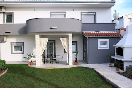 Holiday house Mare - Vodice