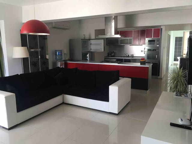 Perfect Location! 3 bed penthouse Central kyrenia