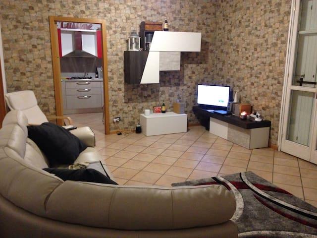 Room/stanza Sesto Calende - Sesto Calende - Apartamento