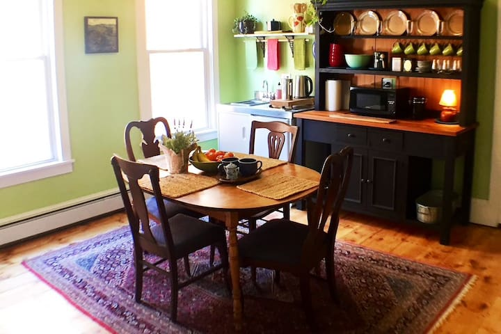 Boutique BnB in The Heart of East End Portland!