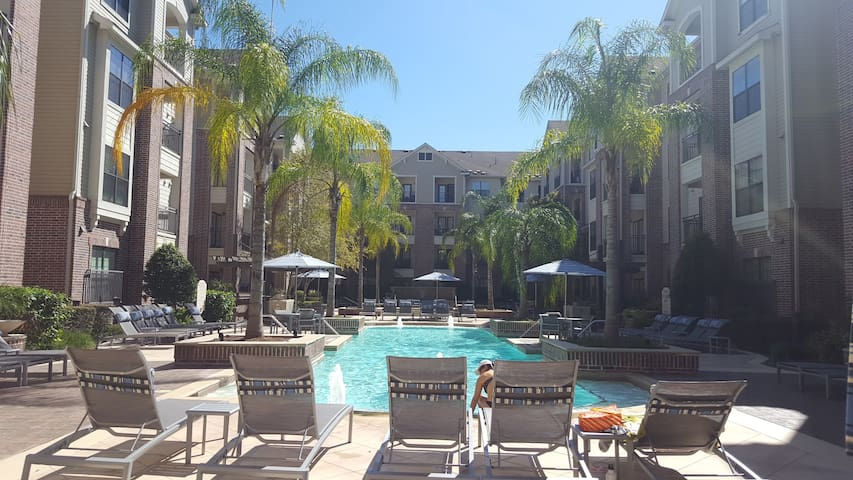 NEW! Memorial Mall Apartment 10mins to GALLERIA