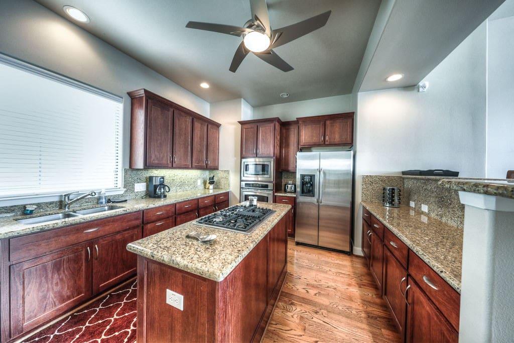 Full Kitchen for preparing meals