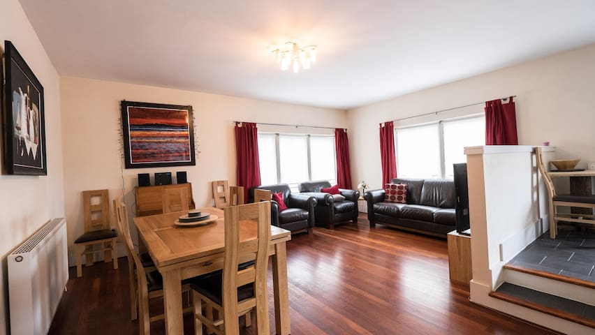 Spacious 3 bedroom flat - Glasgow - Apartment