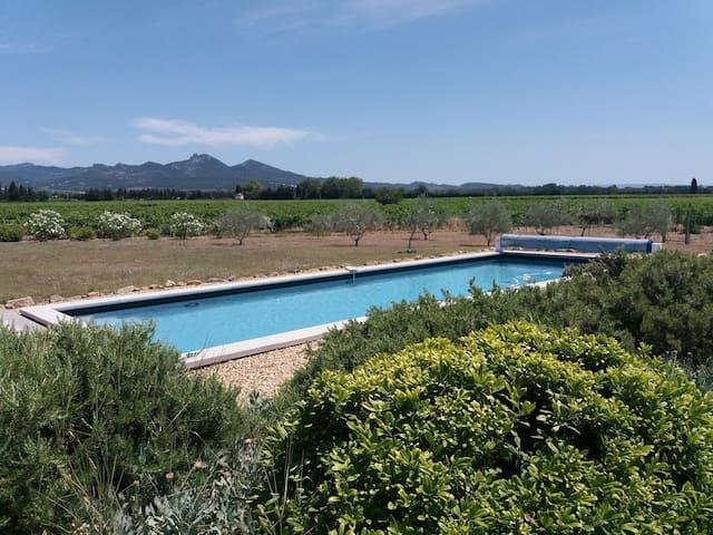 Chambre de charme rénovée au calme piscine 14m