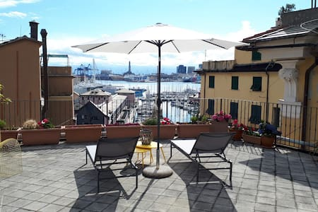 Old Genoa apartments- Terrace- seaview-acquarium