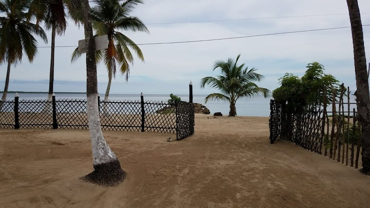 Tropical and Private - 30 Meters from the beach