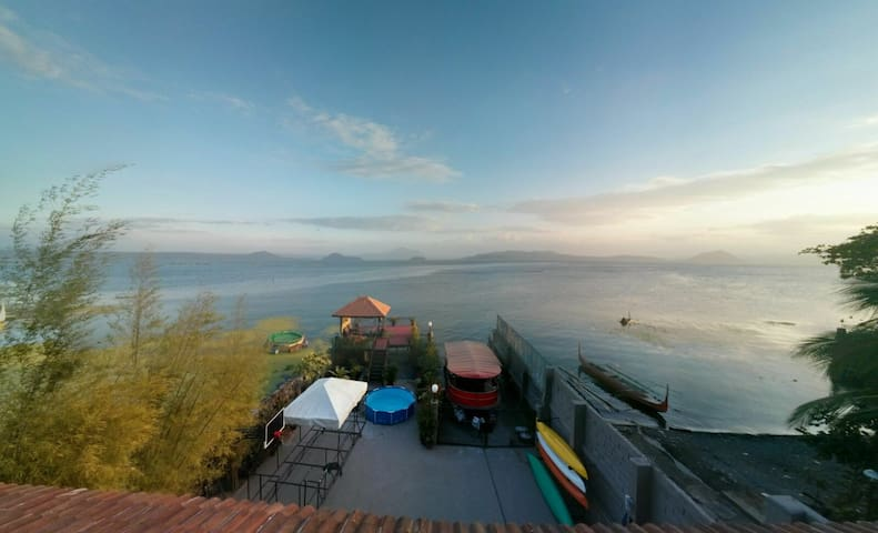 Beautiful Lake house Taal lake