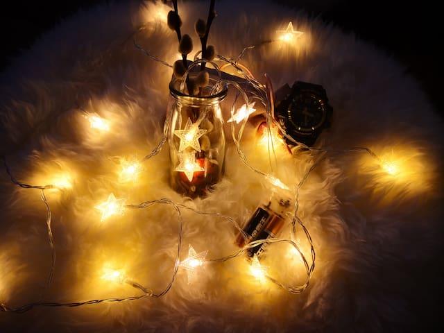 【好梦二一一】投影房 比邻北京路 珠江夜游 临近市二宫地铁站 17平浪漫彩灯装饰loft公寓