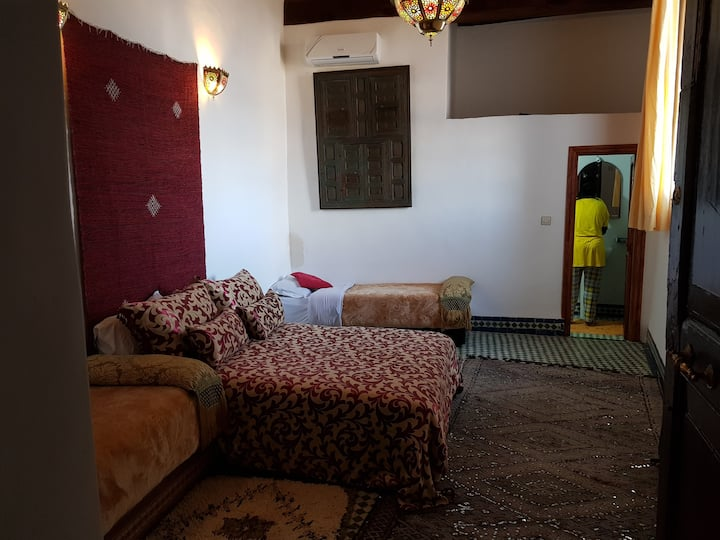 Room in a palace medina +wifi+AC free parking home
