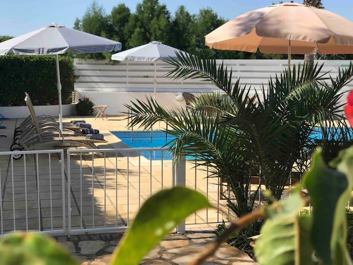 Villa Elia Bed & Breakfast Larnaca (The Pool Room)