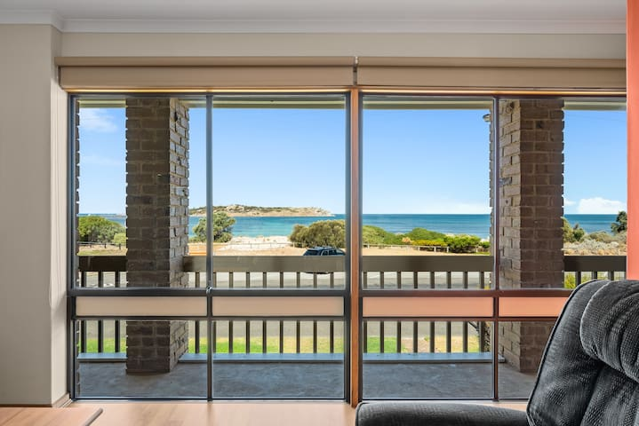 180 degree beach and Granite Island view from Living Area