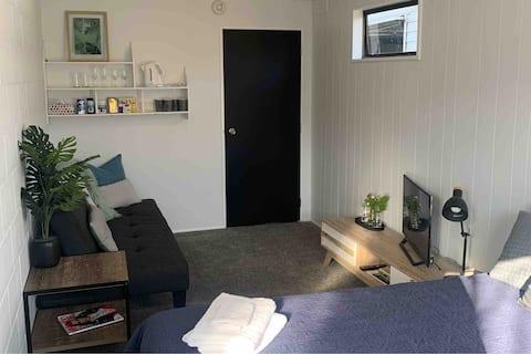 Studioplads,  badeværelse, privat INDGANGSENHED 2