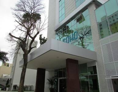 Apartamento com as comodidades de um hotel -Centro