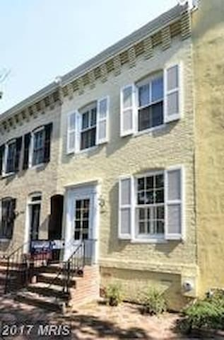Charming Georgetown Home Available - Washington - Townhouse