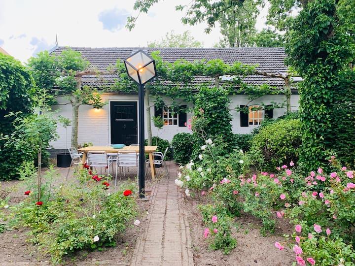 Privé huisje met eigen tuin, veel ruimte en rust