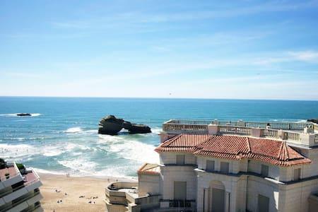 Nice apt with sea view & Wifi