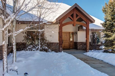 Animal Lovers' Home in Woodland - Kamas