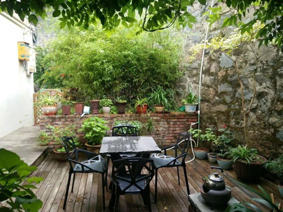 别墅后庭院