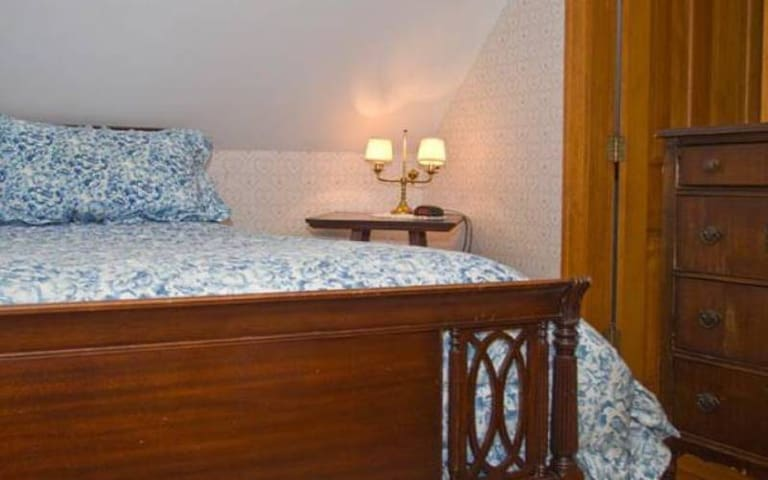 Laura Ashley 9 · Lake Winnipesaukee Historic Inn at Smith Cove-9
