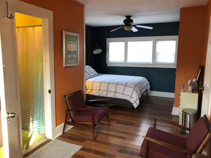 mid century look w private entrance | no xtra fees