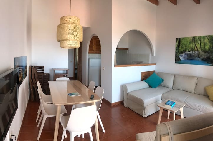 Arenal apt. with sea views close to the beach
