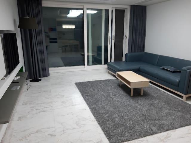 거제도 덕포해수욕장  오션뷰 11층 아파트화이트톤입니다.(34평)